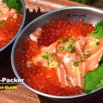 北海道の「親子丼」。とろサーモンの刺し身を買い足して、手作りのイクラと一緒に頬張る。