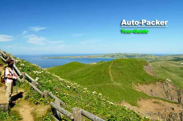 礼文島・西海岸の4時間ハイキングコース。晴れれば素晴らしい光景に出会える。