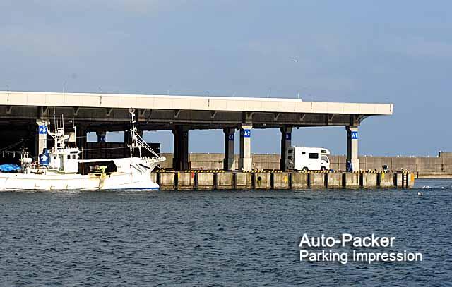 羅臼で困った時に使える車中泊スポット 羅臼漁港・屋根付き岸壁
