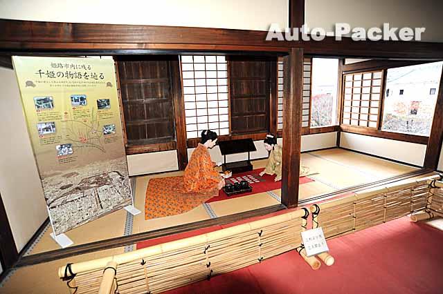 化粧櫓内に展示されている千姫(左)と勝姫(右)の人形