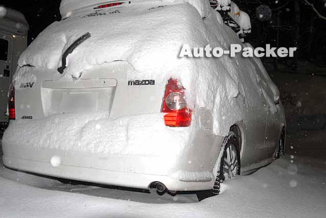 吹雪の中での車中泊